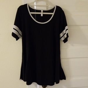 LuLaRoe Black Perfect Tee Size XL